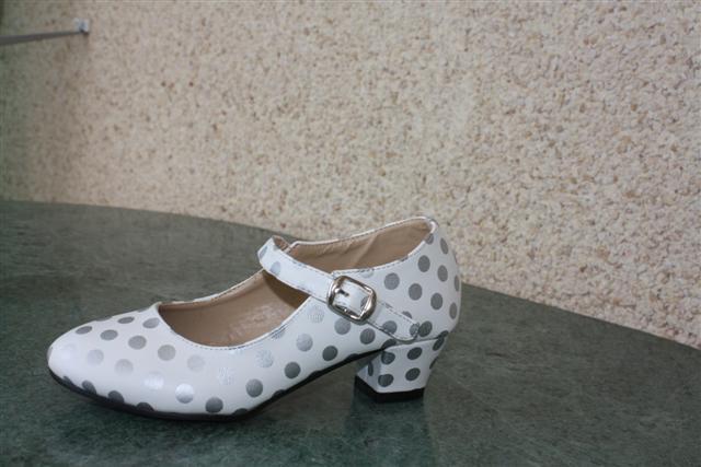 Zilveren Feesttasjes : Spaanse hakschoen uit spanje wit met zilver voor meisjes