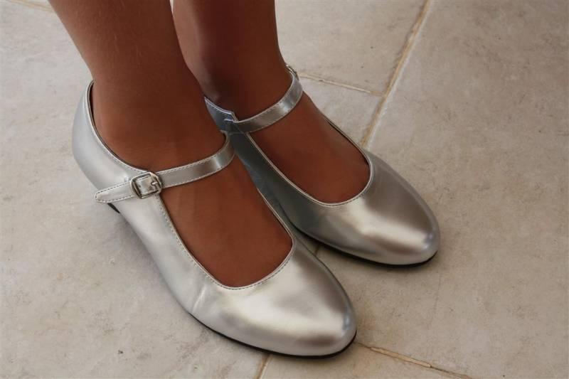 Zilveren Feesttasjes : Hakschoen zilver voor meisjes laquito